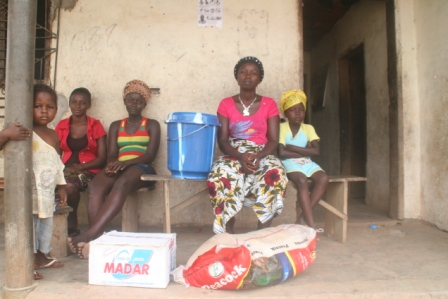 Dudu family receive donation during quarantine in Kolahun Old Town