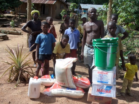 A family of 6 lost bread winner to ebola in Wormanon; Quardu -Gboni district receives donation for the first time