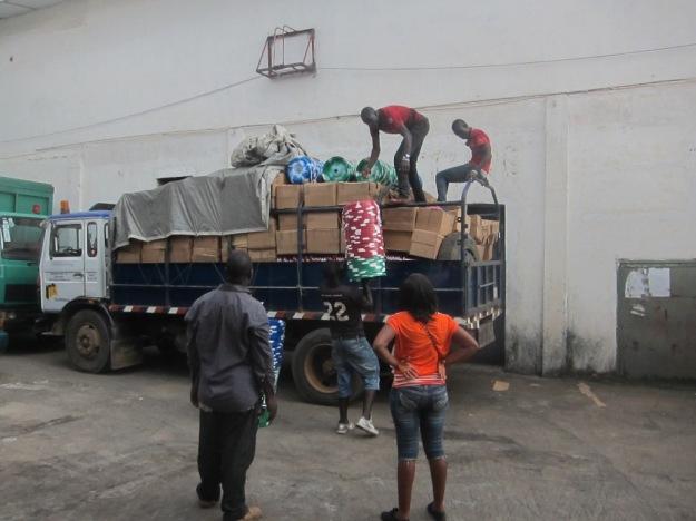 Förberedelse för transport till avlägsna distrikt
