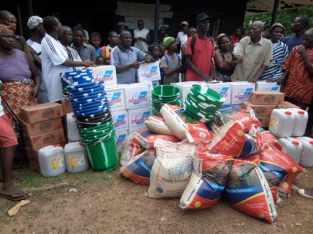Ebola Victims in  Gio quarter and Jambo Town receive ration after jointly losing 20