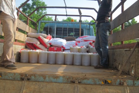 Loading truck in Sinje for the field