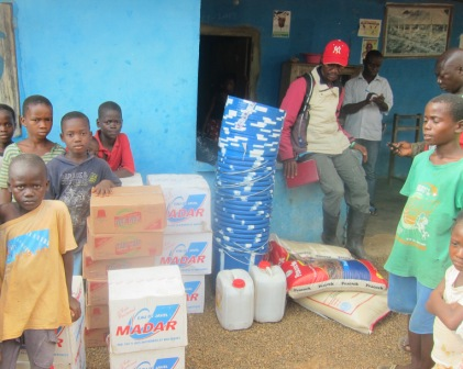 Ebola Survivals in Wondee Community receive ration from SEFL through MSL