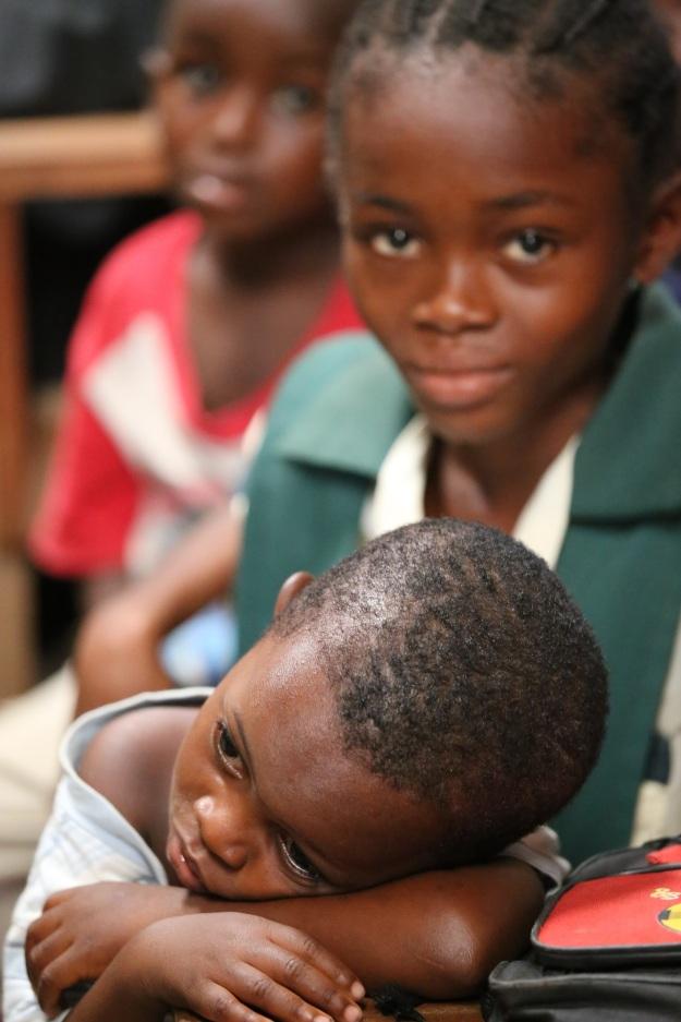 Todcad: Liten och trött i skolan med en vän