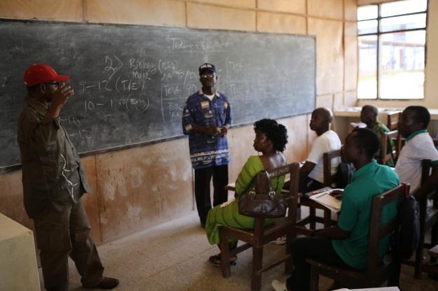 Lördagsundervisning på Grand Bassa Community College