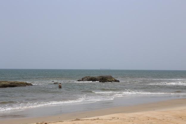 Jag lovade Mamma att vara försiktig i Liberia - så jag badar i barnbassängen...