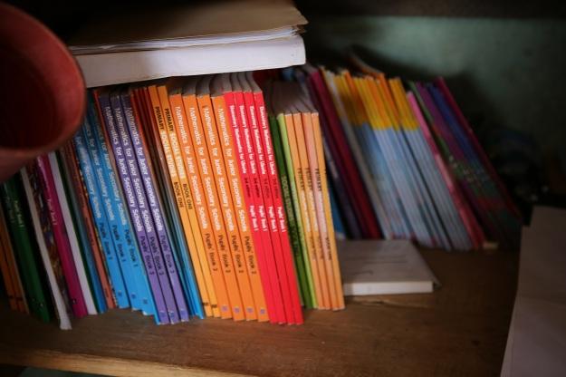 Här är det uppskattade skolböcker som sköts av lärarna