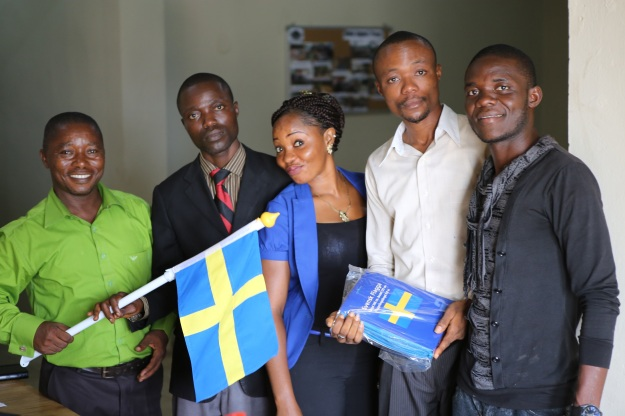 Multiservices team with Sweden flag gifts