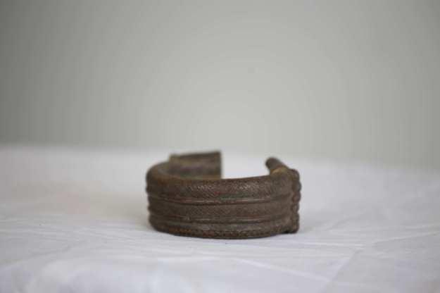 11 Armband med mönster7,5 cm hög 330g HÖGSTA BUD: 400:-