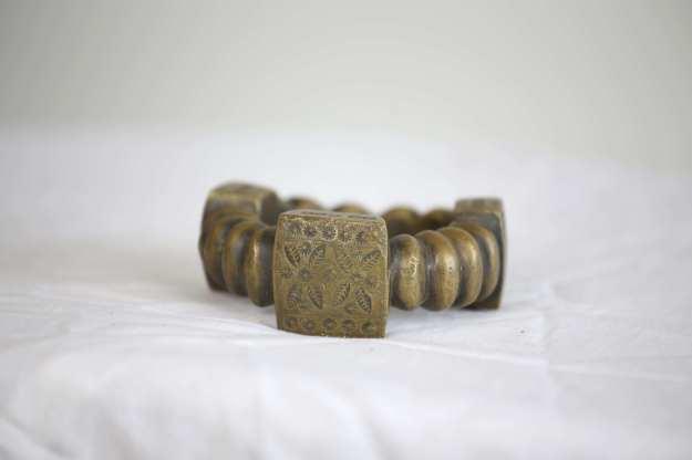 15 Armband med mönster och lås8 cm bred 414g HÖGSTA BUD: 300:-