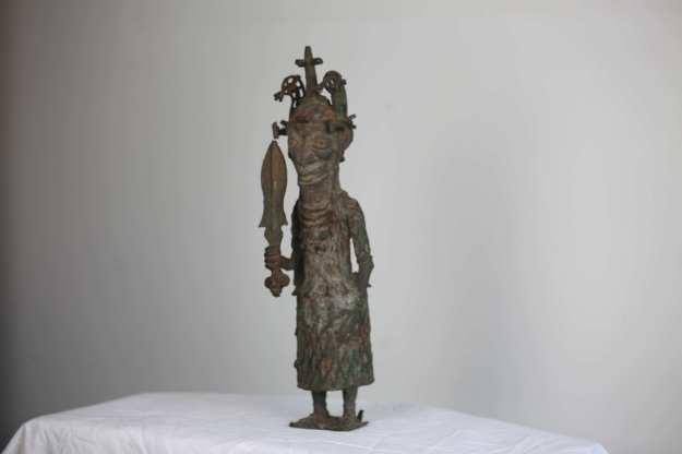 5 Staty - helkropp37 cm hög 3,4kg HÖGSTA BUD: 500:-